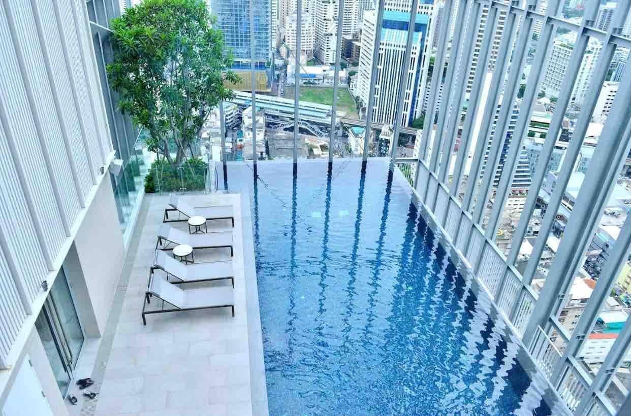 BTS NaNa High Floor Room With 2Bed  Top Floor Pool