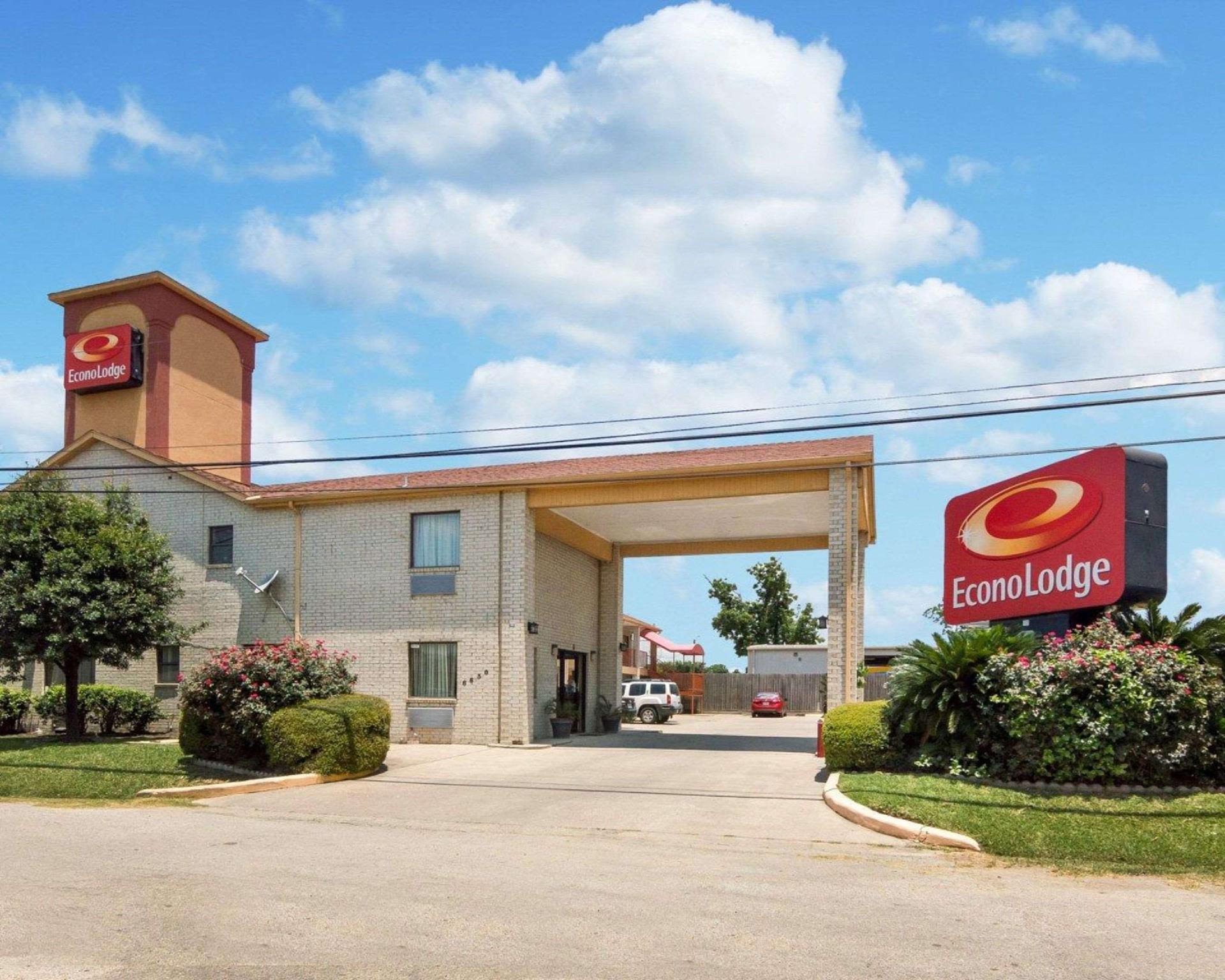 Econo Lodge Houston Brookhollow Hotel