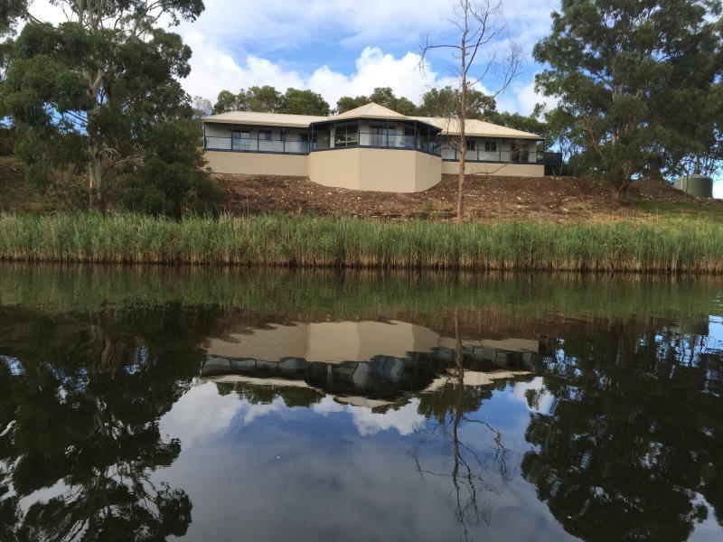 Curdievale Riverfront Lodge