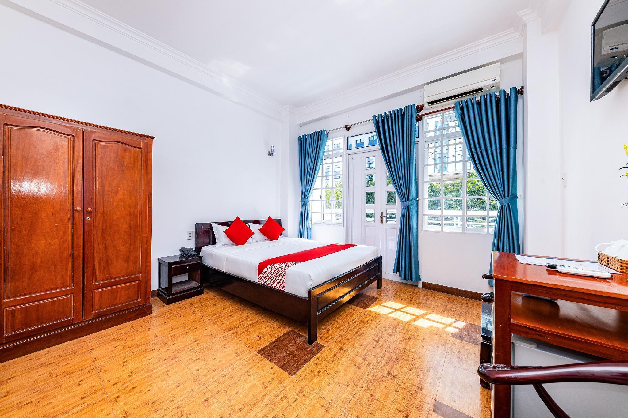 OYO 311 Shome Hotel