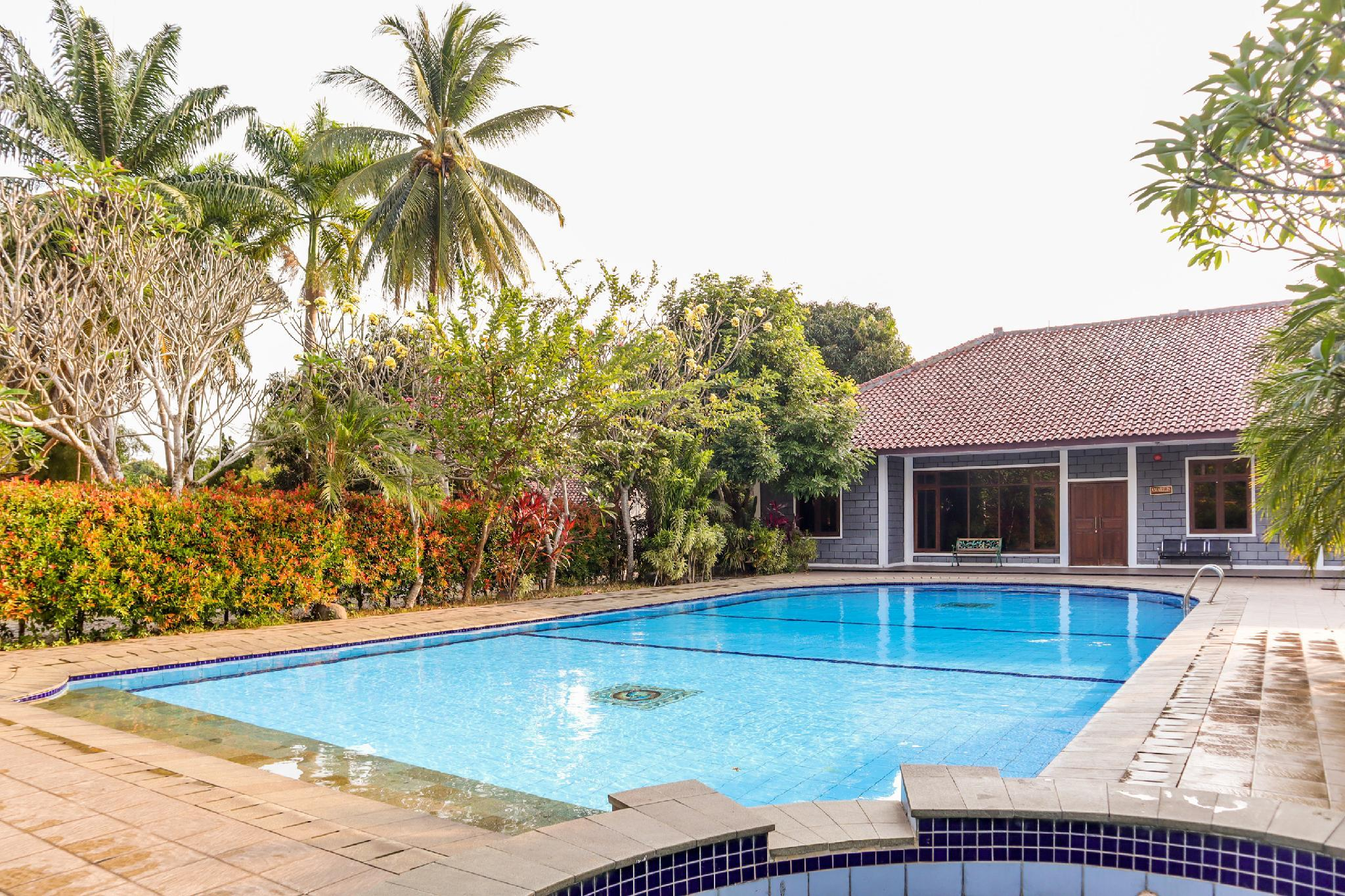OYO 1395 Carita Asri Villas And Resort