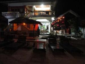 Deans Beach Hotel