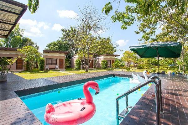 White Heaven Villa 5BR Sleeps 10 w/ Private Pool Chiang Mai