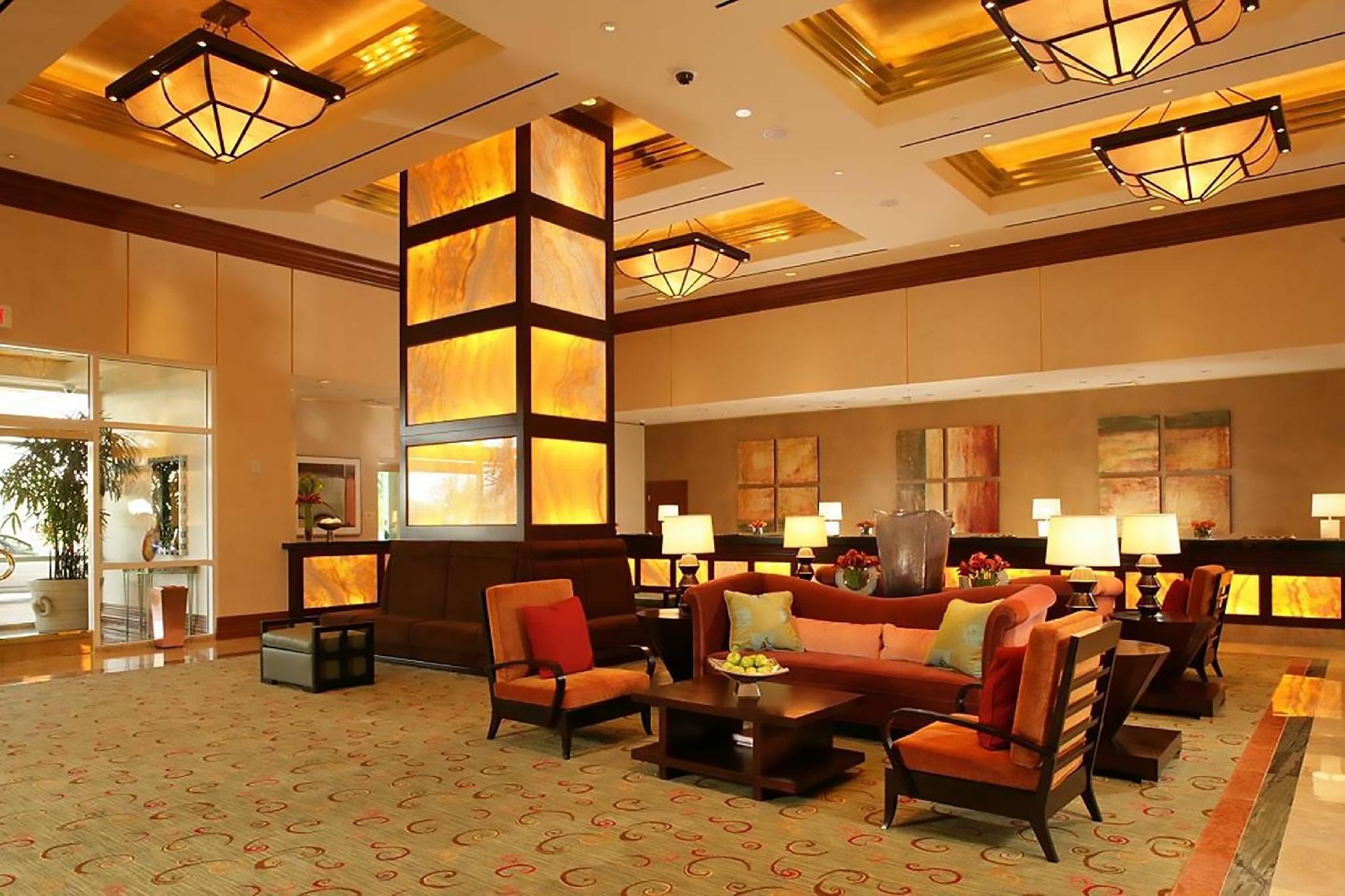 888 One Bedroom Balcony Suite at Signature Condo Hotel Discount