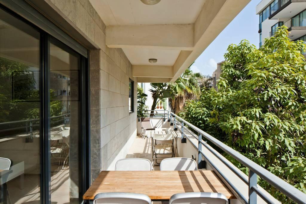 Trust Inn  Geula Balcony And Parking