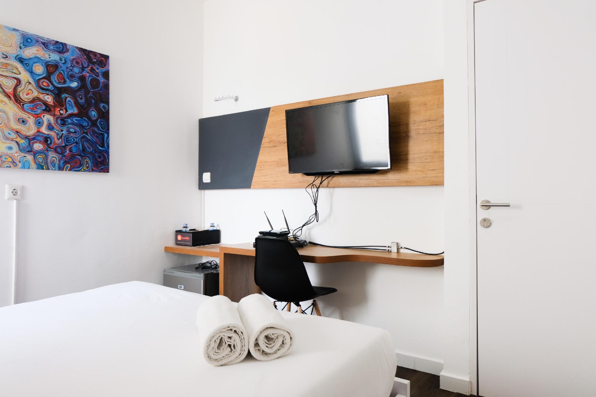 Comfy Studio Apartment At Aeropolis By Travelio