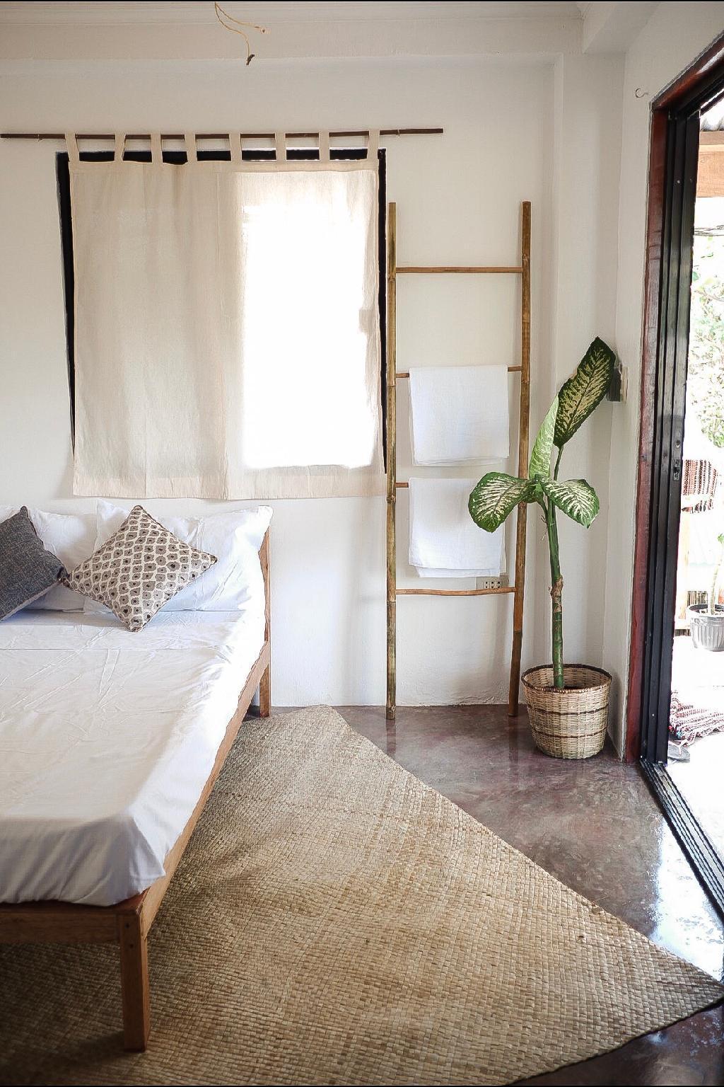 Tropical Balcony Room   Good Location    GRAY PAD