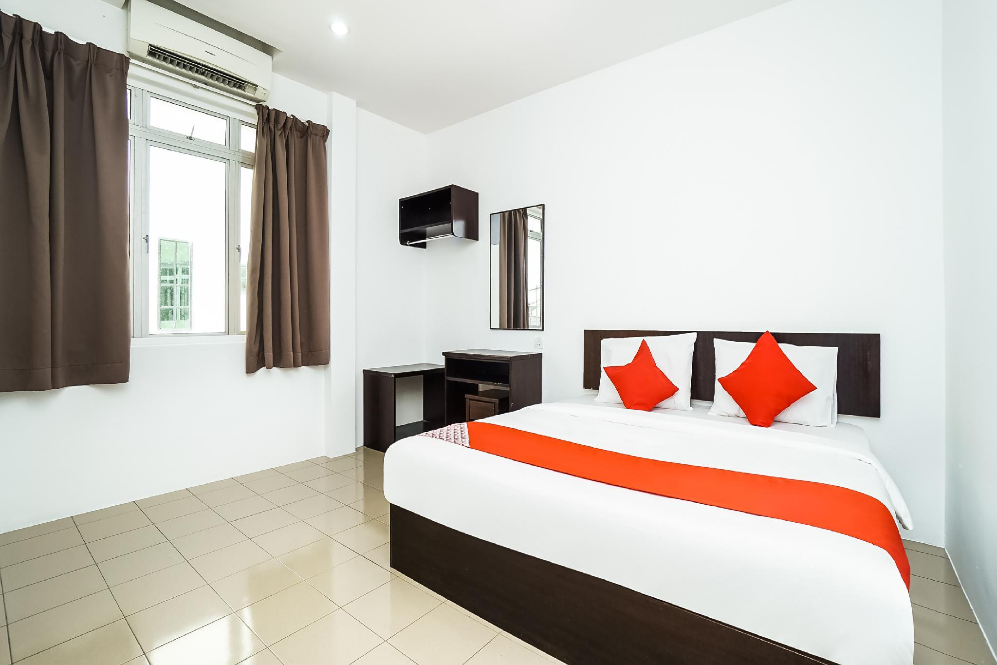 OYO 89330 Hotel Star Inn