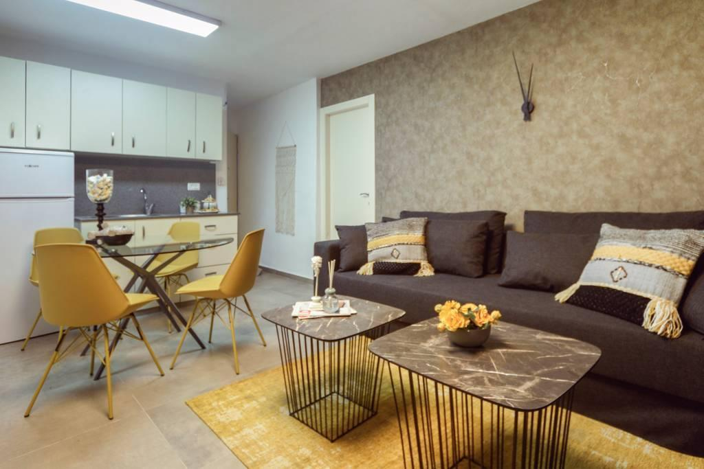 Authentic One Bedroom Apartment In City Center