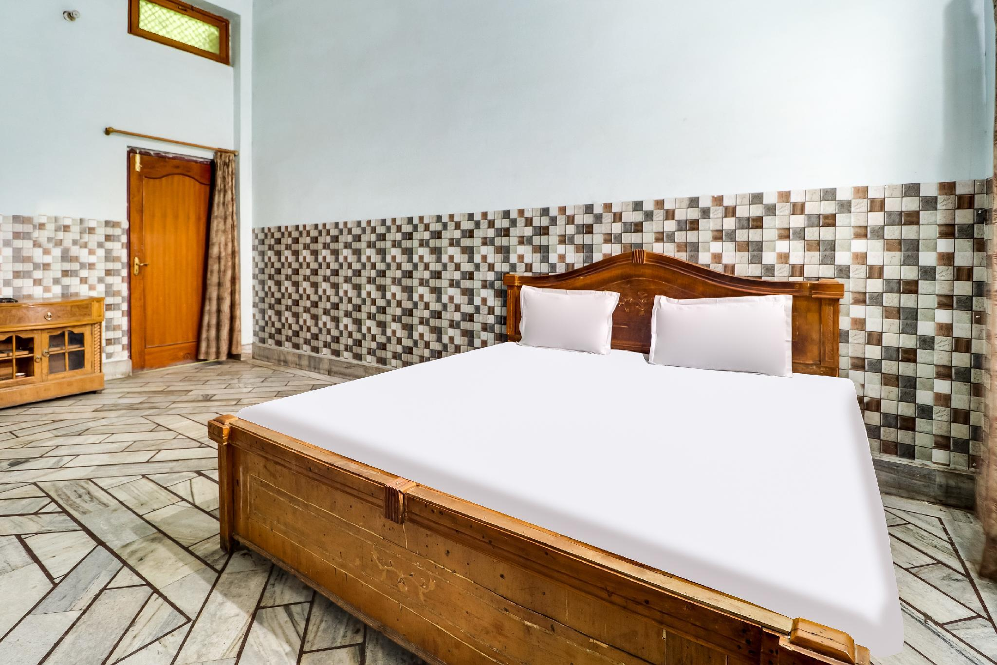 SPOT ON 45962 Surbhi Guest House