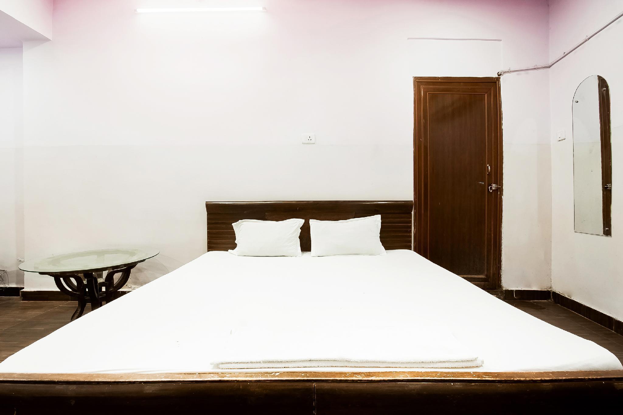 SPOT ON 45024 Hotel Anand Inn