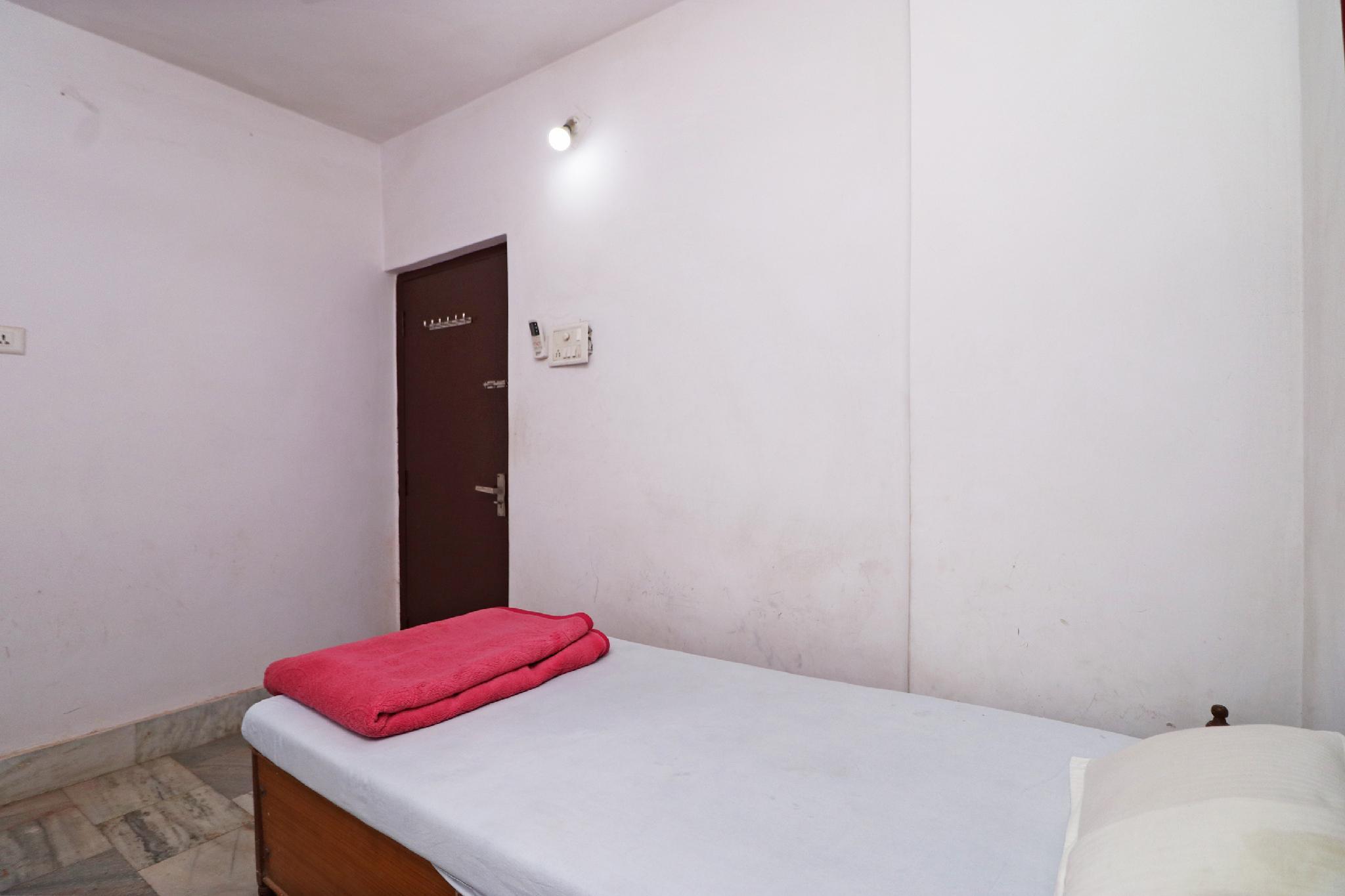 SPOT ON 44390 Amrapali Guest House