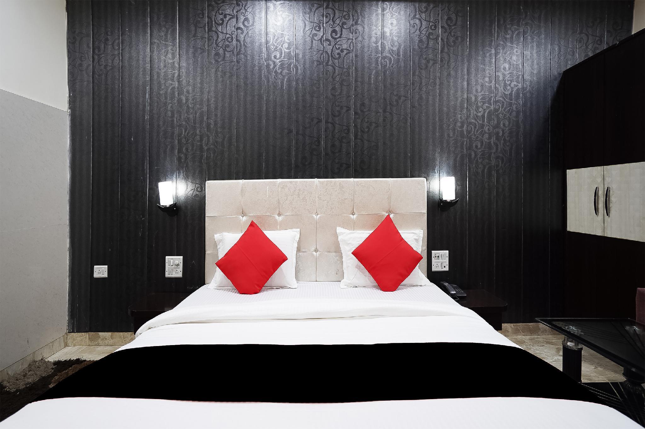 Capital O 49673 Hotel Grand Palace