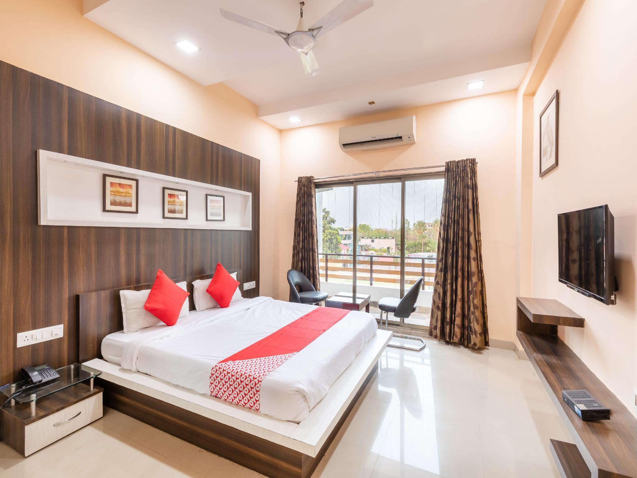 OYO 42910 Hotel Rudra Palace