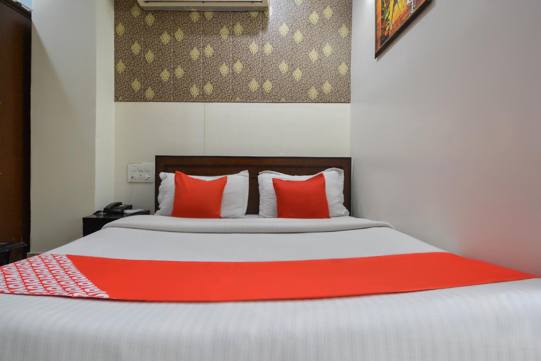 OYO 48542 Hotel Gopiraj