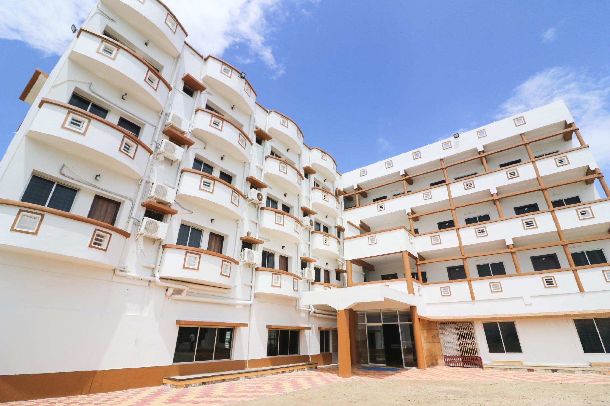 OYO 46316 Hotel Mandar Queen Retreat