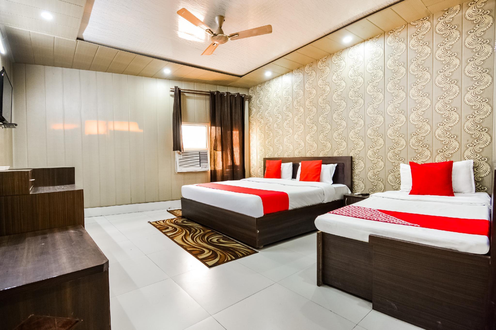 OYO 46152 Hotel Neelam