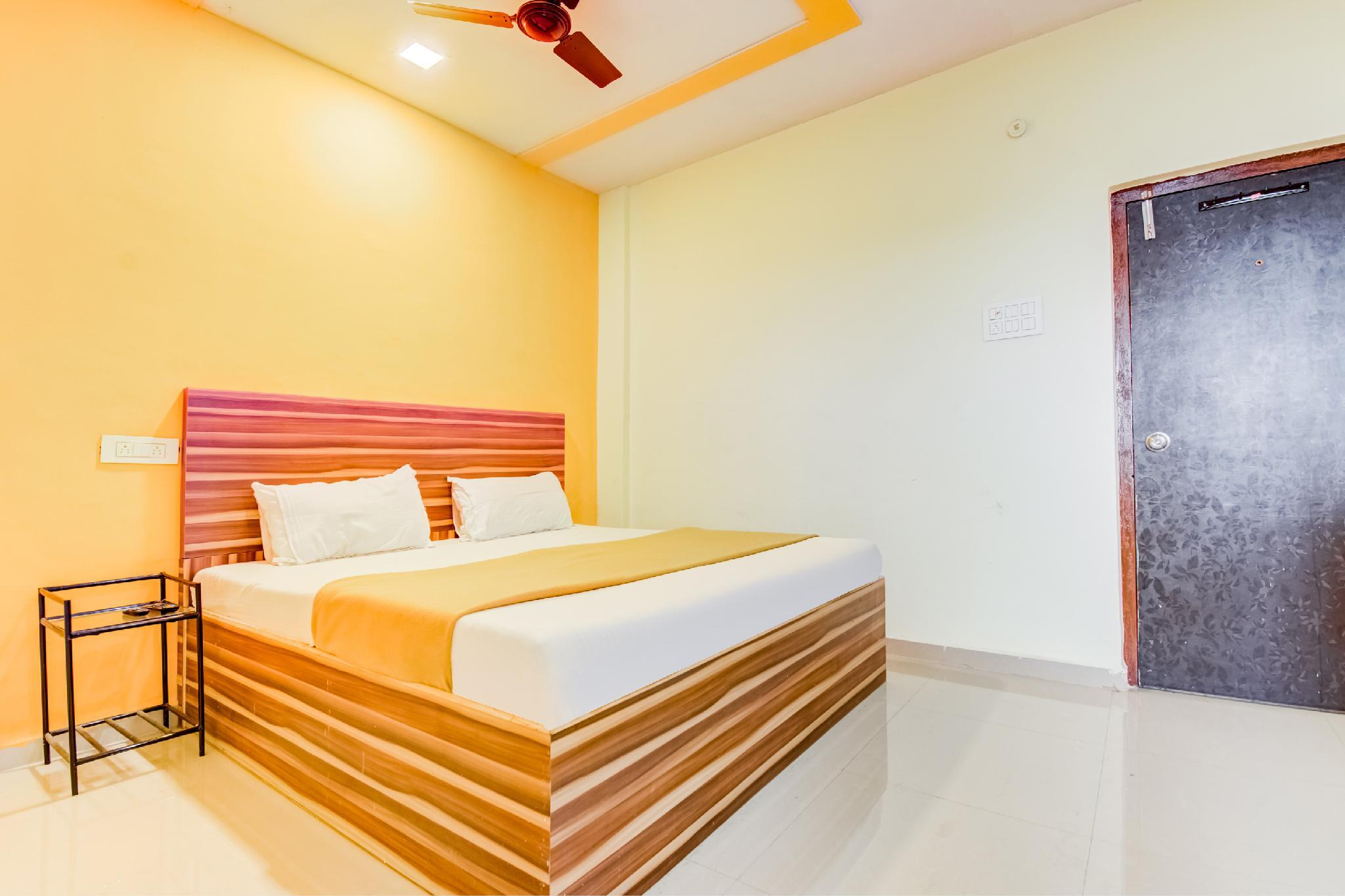 SPOT ON 49290 Hotel Rajkiran