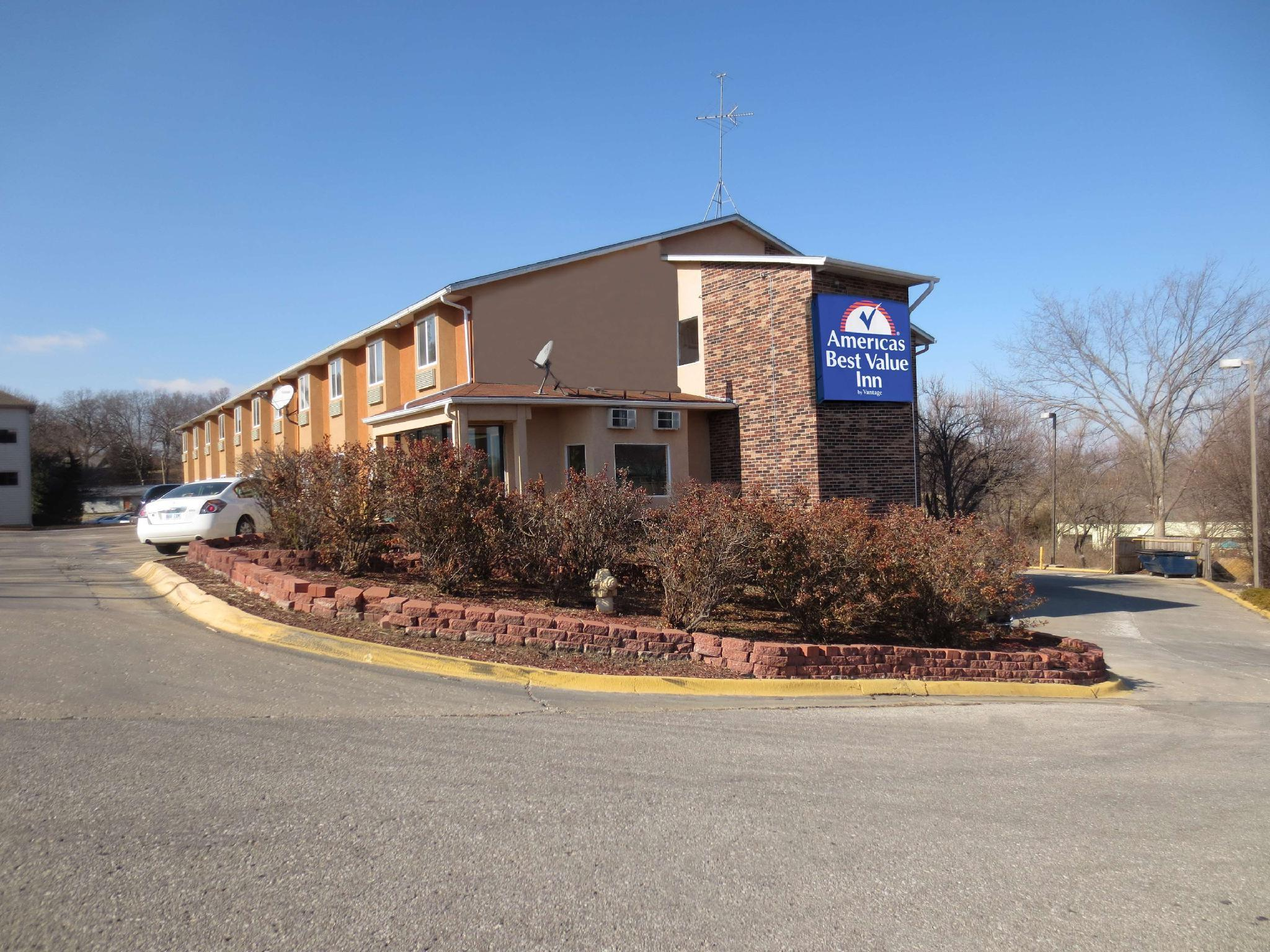 Americas Best Value Inn - Lawrence, KS
