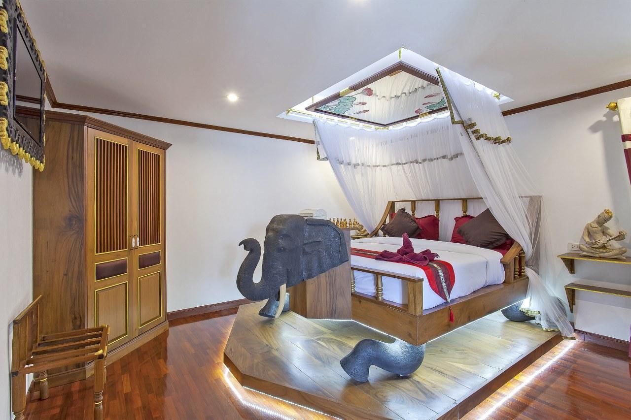 The Fantasy Escape Home 18BR Sleeps 36 near City วิลลา 18 ห้องนอน 18 ห้องน้ำส่วนตัว ขนาด 508 ตร.ม. – เจริญเมือง