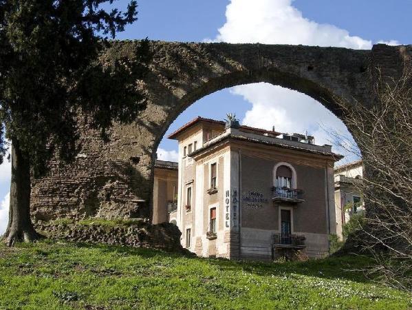 Hotel Emona Aquaeductus Rome