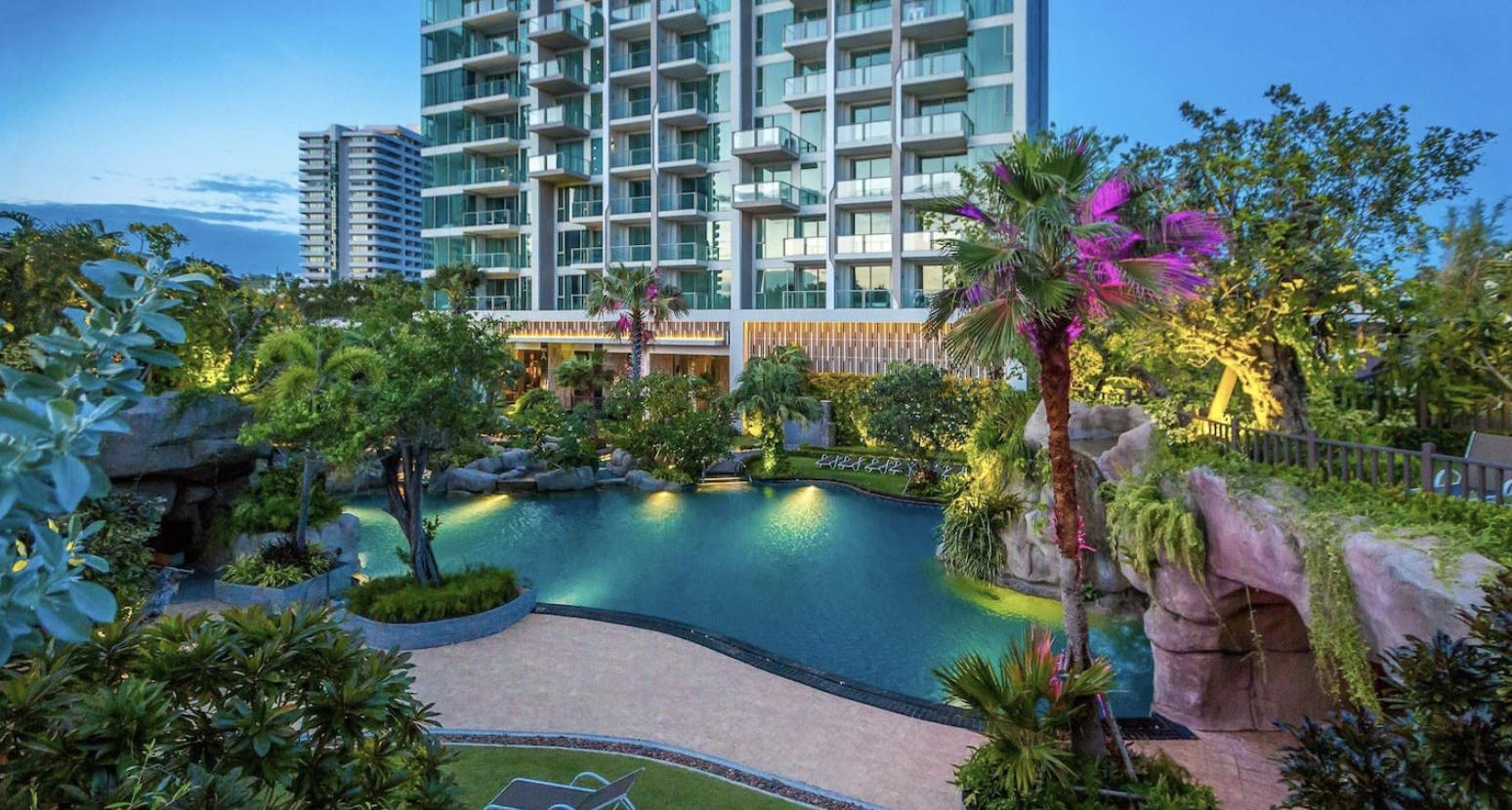Pool View Studio @ Luxurious Riviera Wongamat