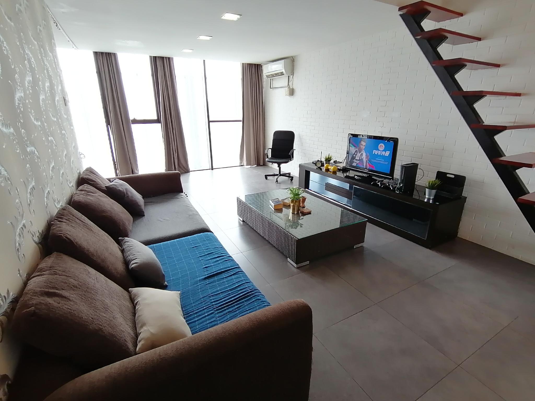 2 Empire Cozy Suite WIFI+TvBox + X Box360   153a