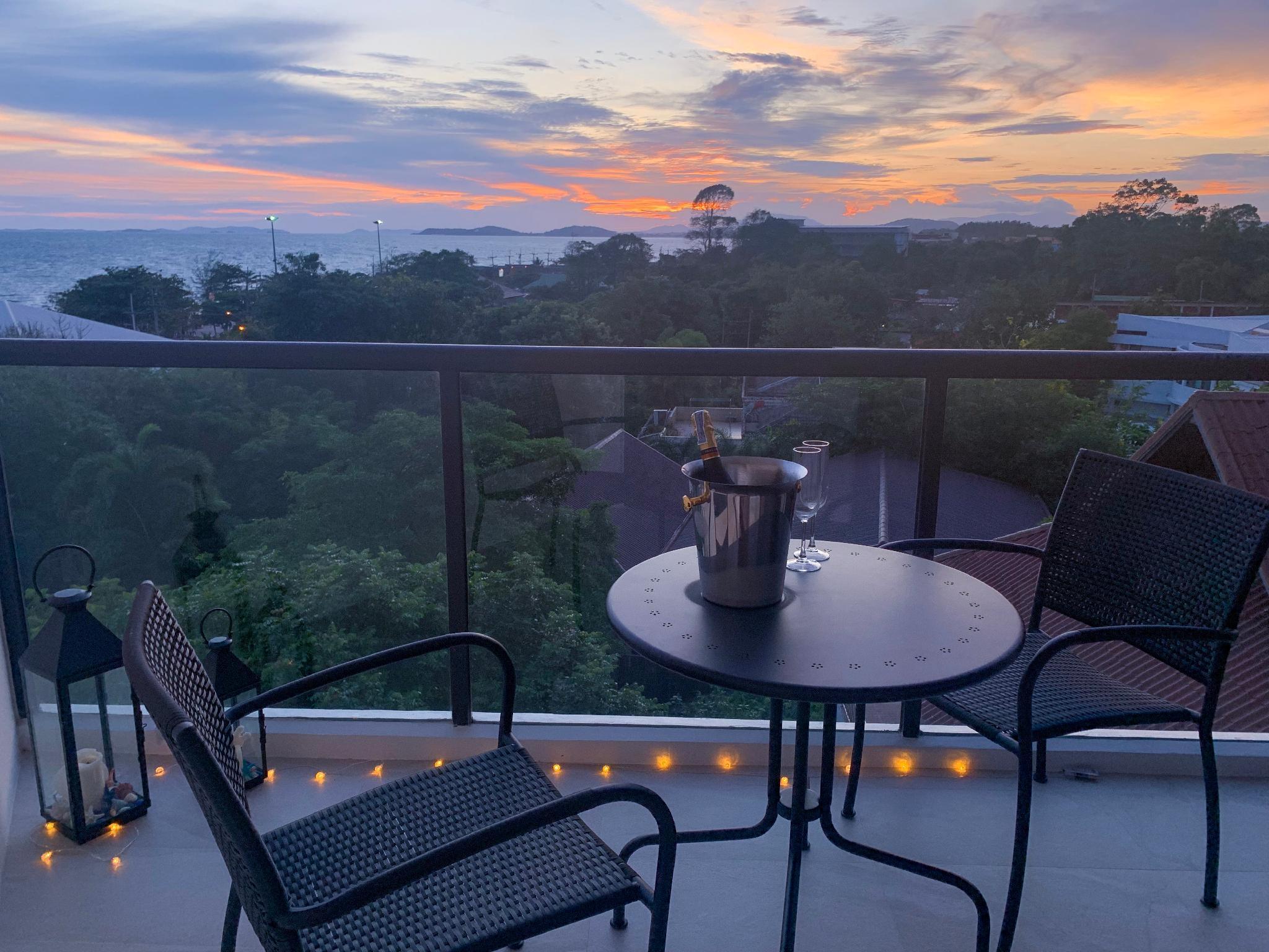 Wow, Gorgeous Sunsets 5 Star Beach Condo (Netflix) อพาร์ตเมนต์ 1 ห้องนอน 1 ห้องน้ำส่วนตัว ขนาด 42 ตร.ม. – แกลง