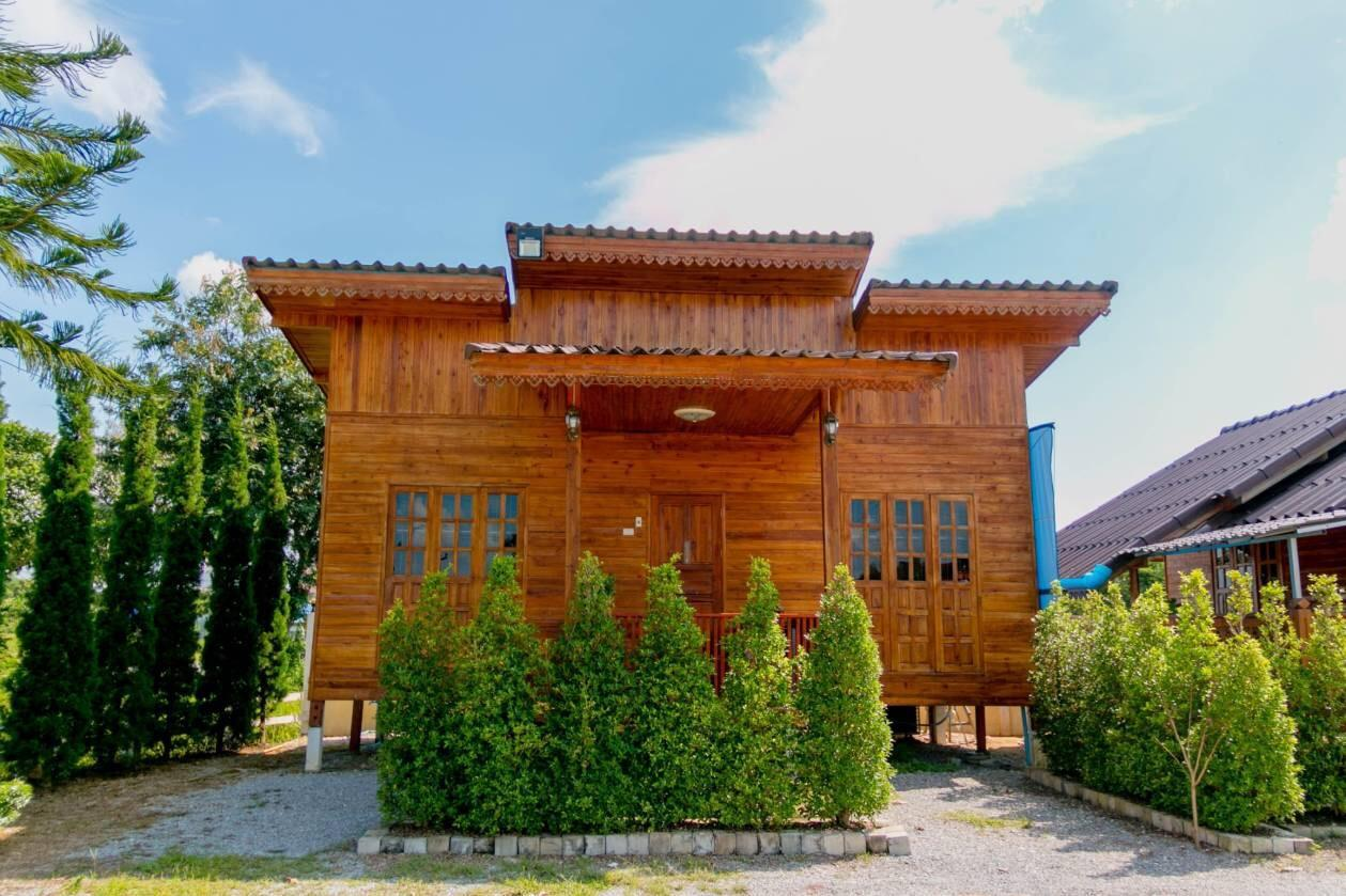 Cozy Wood Cabin For Family In Chiangrai