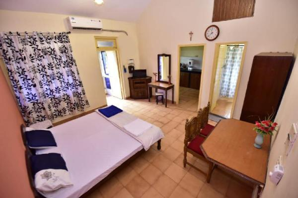 Trotamundos studio apartment with common pool. Goa