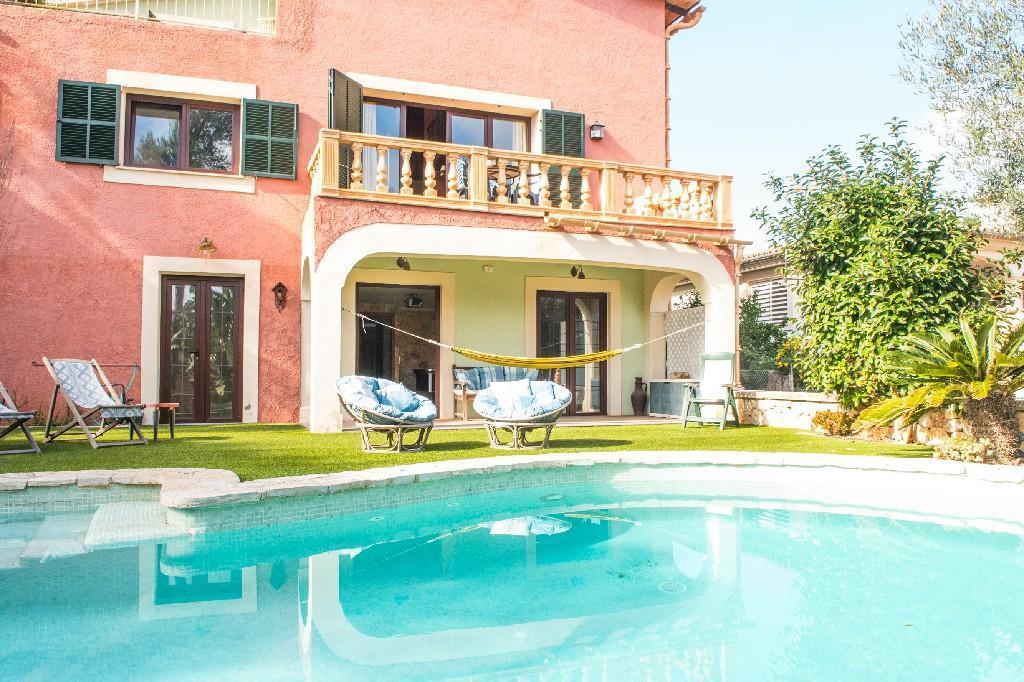 ES NOSTRE REFUGI, Villa with pool & games room.