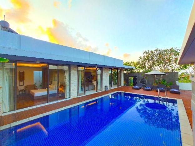Nusa Dua 3 bedroom swimming pool Ocean view villas