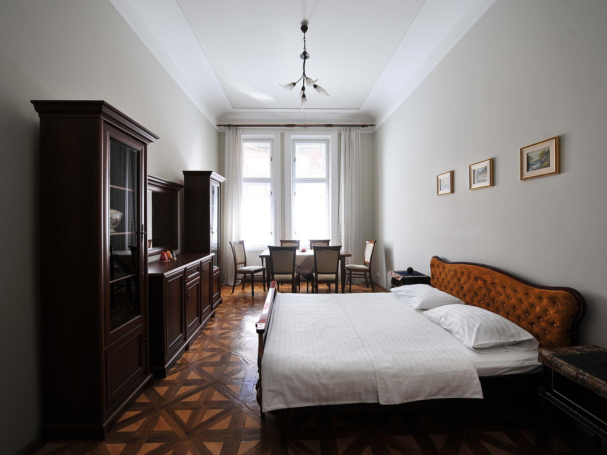4 Room Central Apartment King Danylo Monument