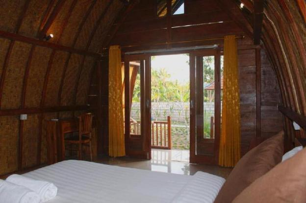 Cheap, Wooden, Cozy room with pool at Nusa Penida