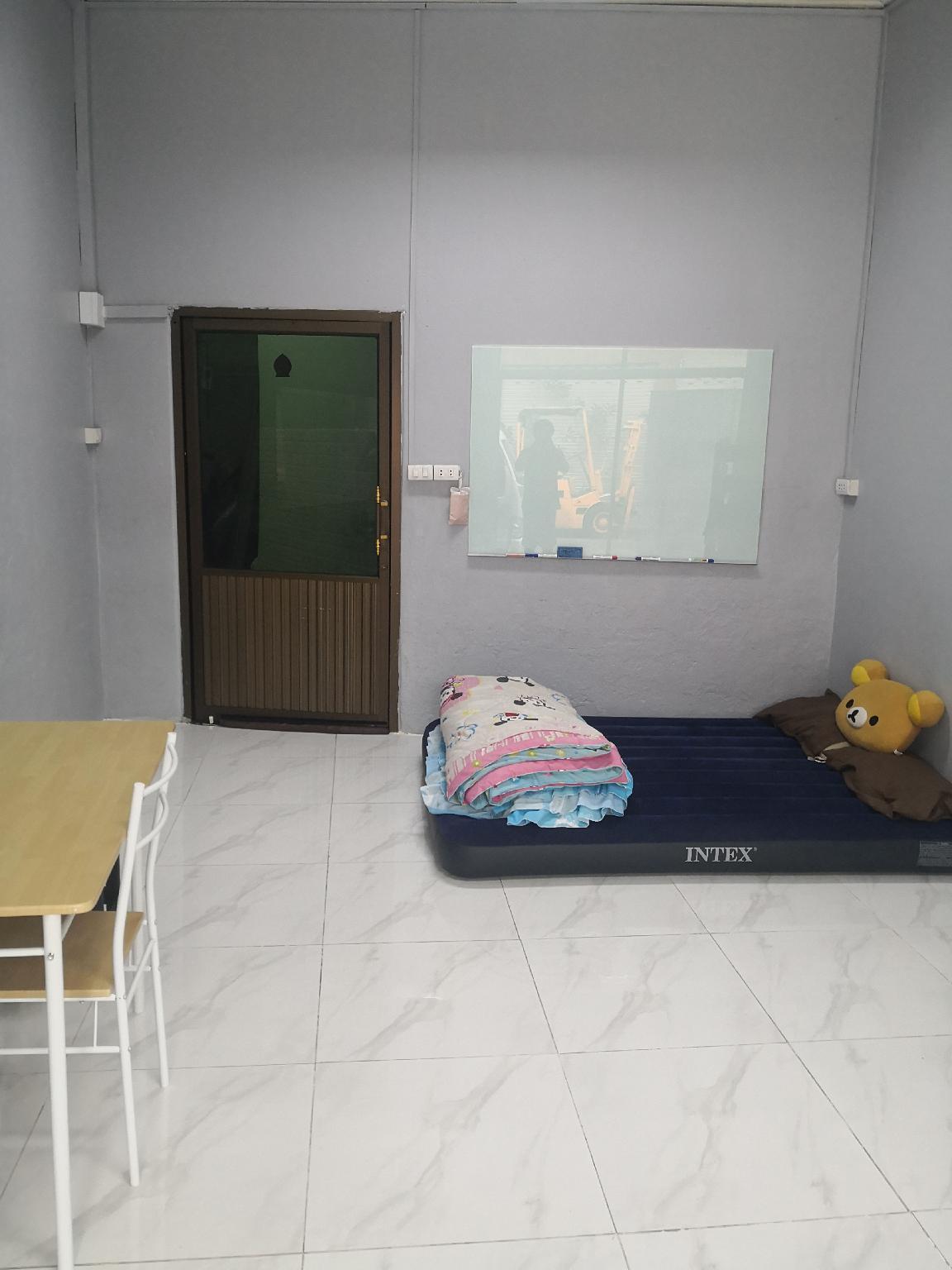 A Private room for 1 with an air bed in BKK สตูดิโอ บ้านเดี่ยว 0 ห้องน้ำส่วนตัว ขนาด 20 ตร.ม. – ริมแม่น้ำกรุงเทพ