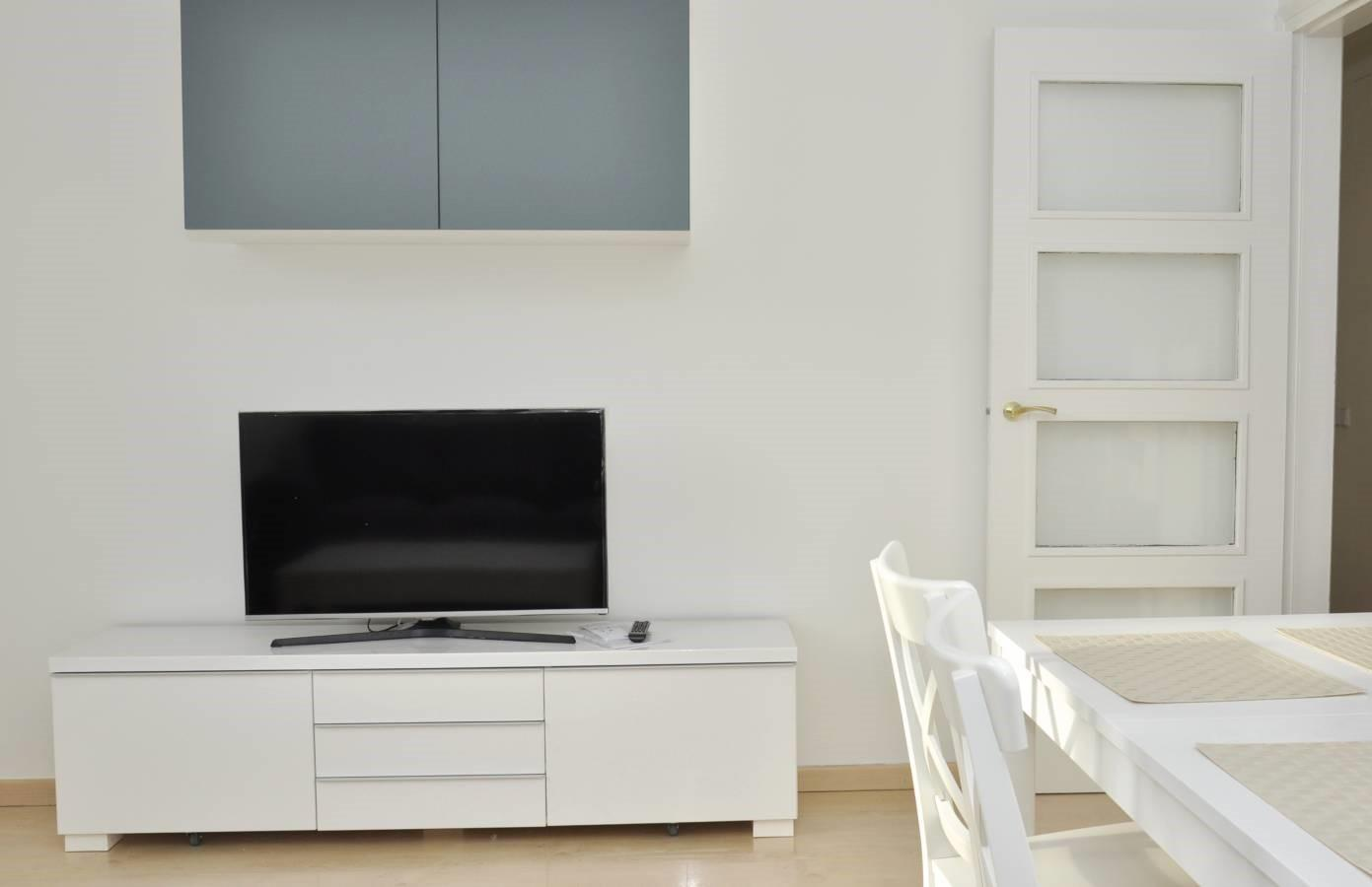 A Beautiful Furnished White 1 Bedroom Apartment.