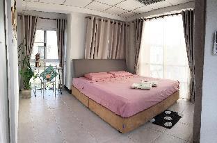 King Bed Room With French Window Near Changkhlan D สตูดิโอ วิลลา 1 ห้องน้ำส่วนตัว ขนาด 16 ตร.ม. – ช้างคลาน