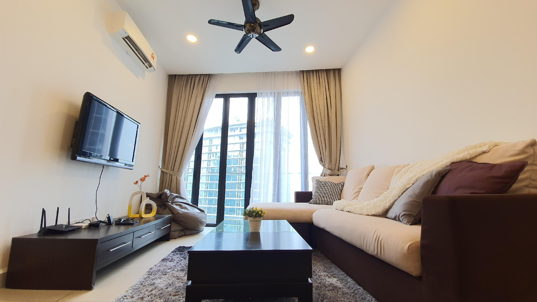 Luxury Apartment With Direct Link Bridge To LRT