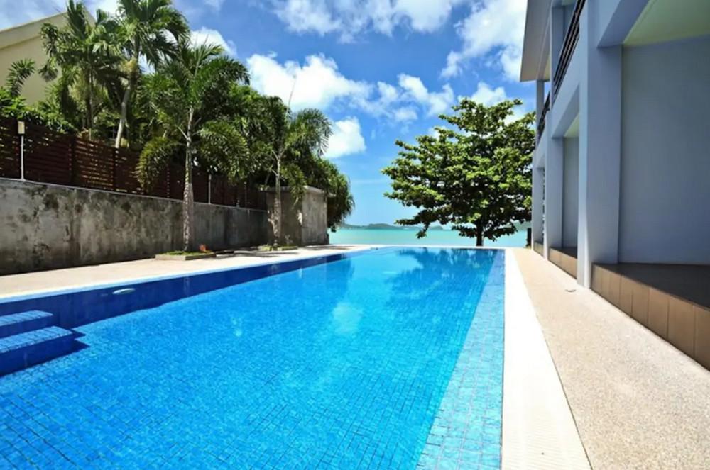 Beachfront Apartment Pool Access   B