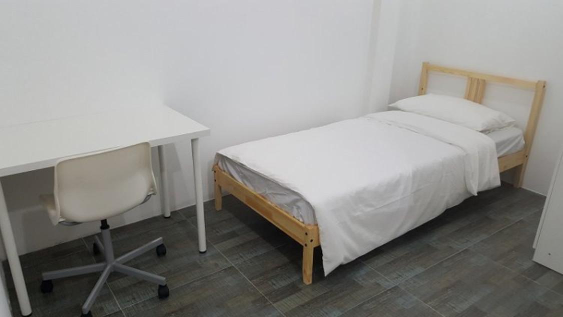 Relax Lodge BKK Single Room Private Bathroom 3