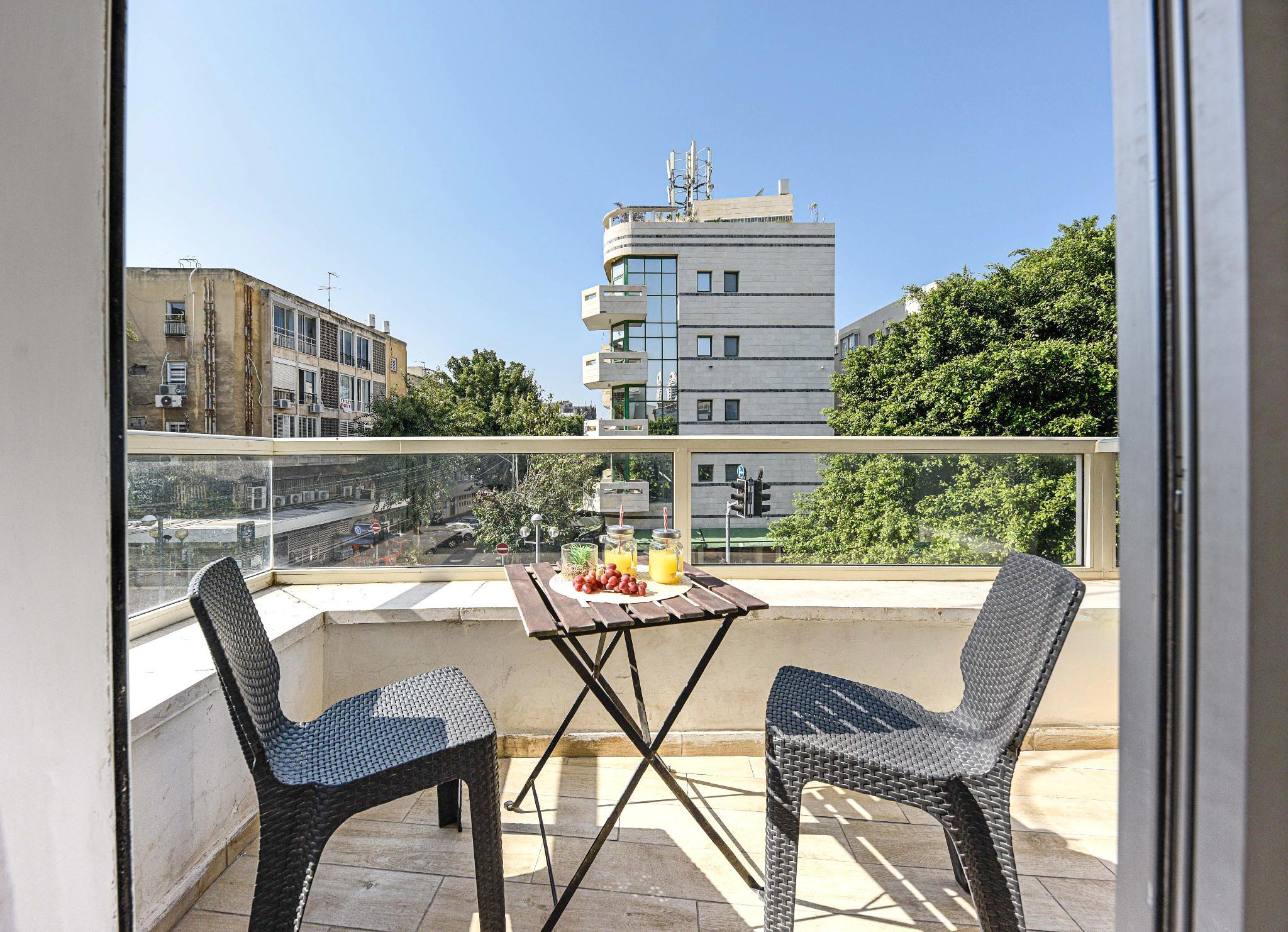 In Heart Of TLV   Modern W  Balcony  4 BD And 3 BR