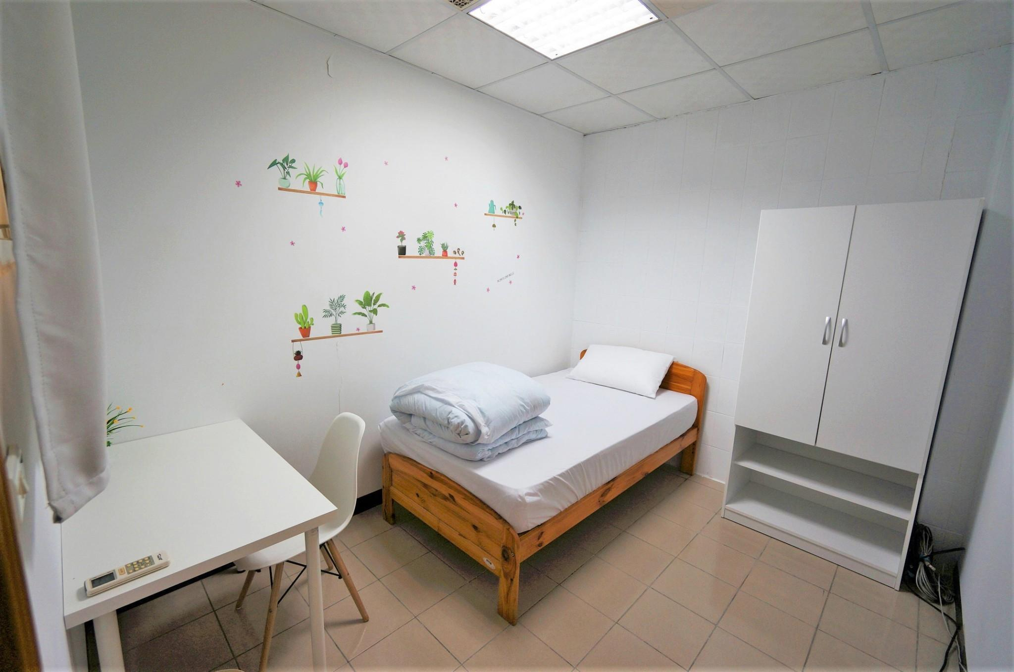 Backpacker  Private Room With Shared Bathroom