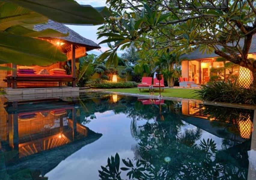 3 Bedrooms Pool Villa Daksina Batubelig Bali