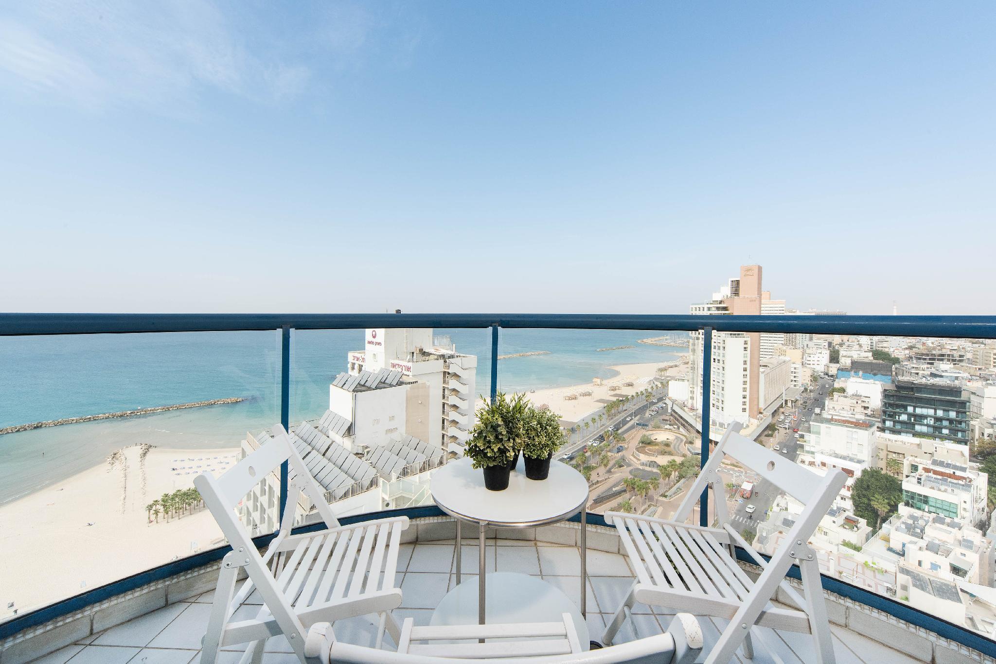 Stunning Beachfront Apt W  2 Balconies & Parking
