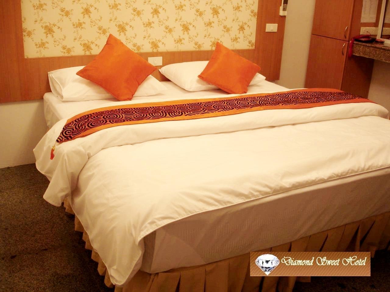 Diamond Sweet Hotel   Superior King Bed