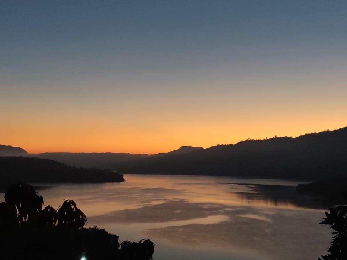 Rustic 3BHK With Panoramic Lake View