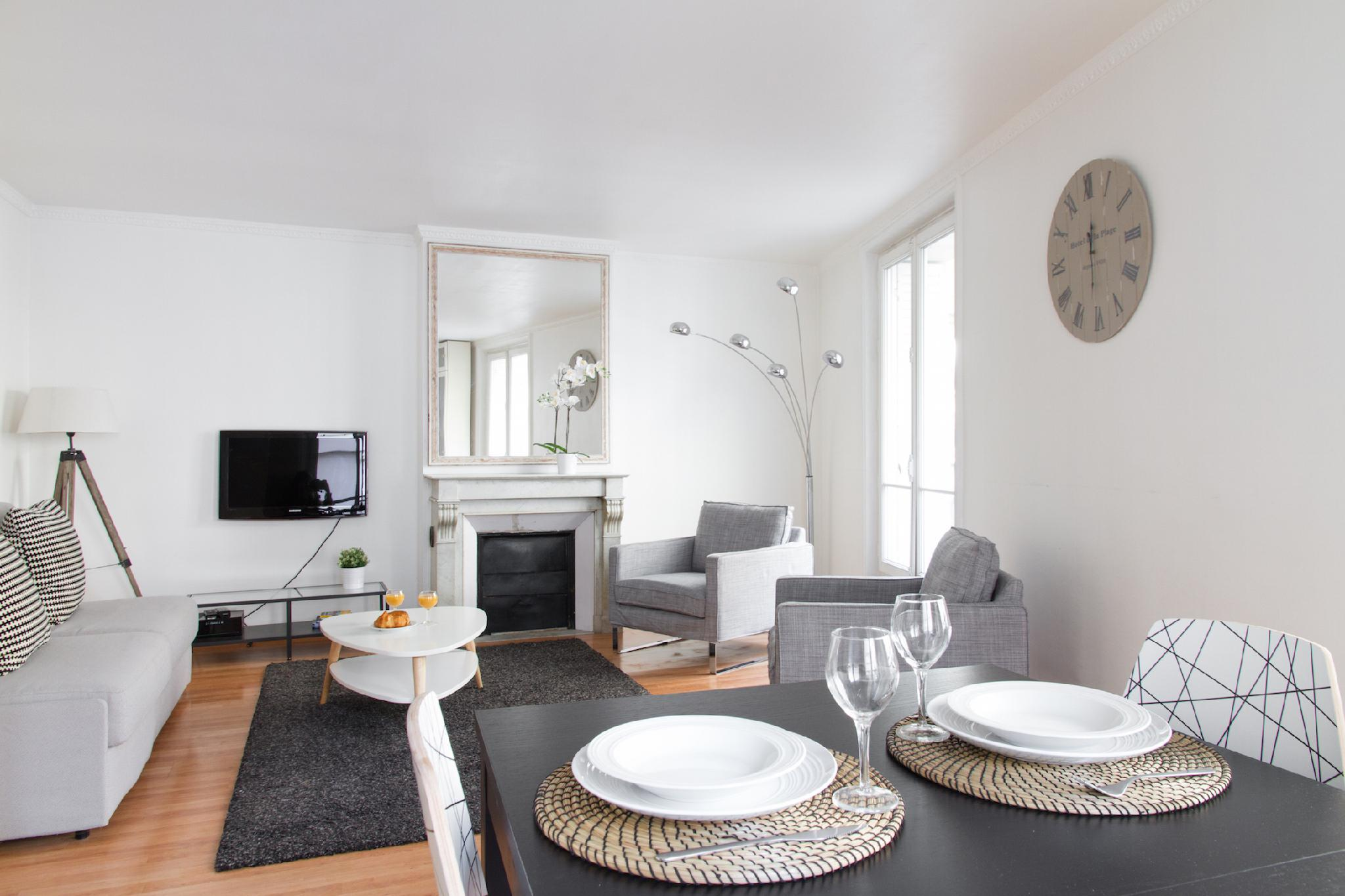 RUE ST HONORE LOVELY 1BR STEPS FROM THE LOUVRE