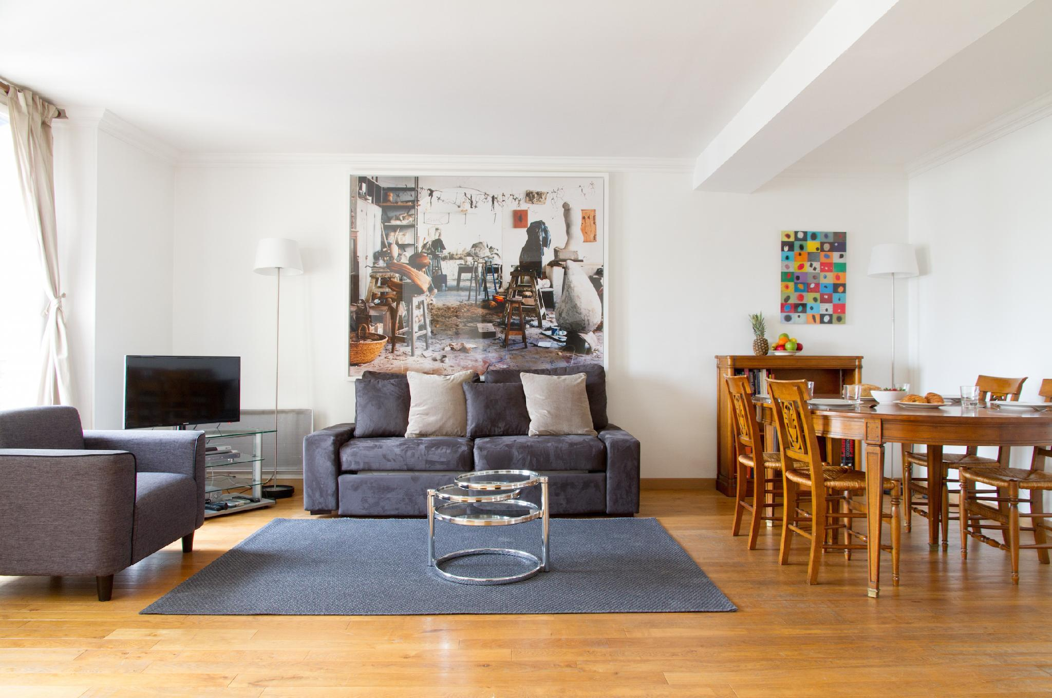ODEON VIEW- LOVELY 2BR IN ST. GERMAIN'S HEART