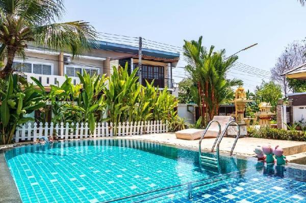 Red Velvet Villa 3BR Sleeps 6 w/Pool & Garden  Phuket