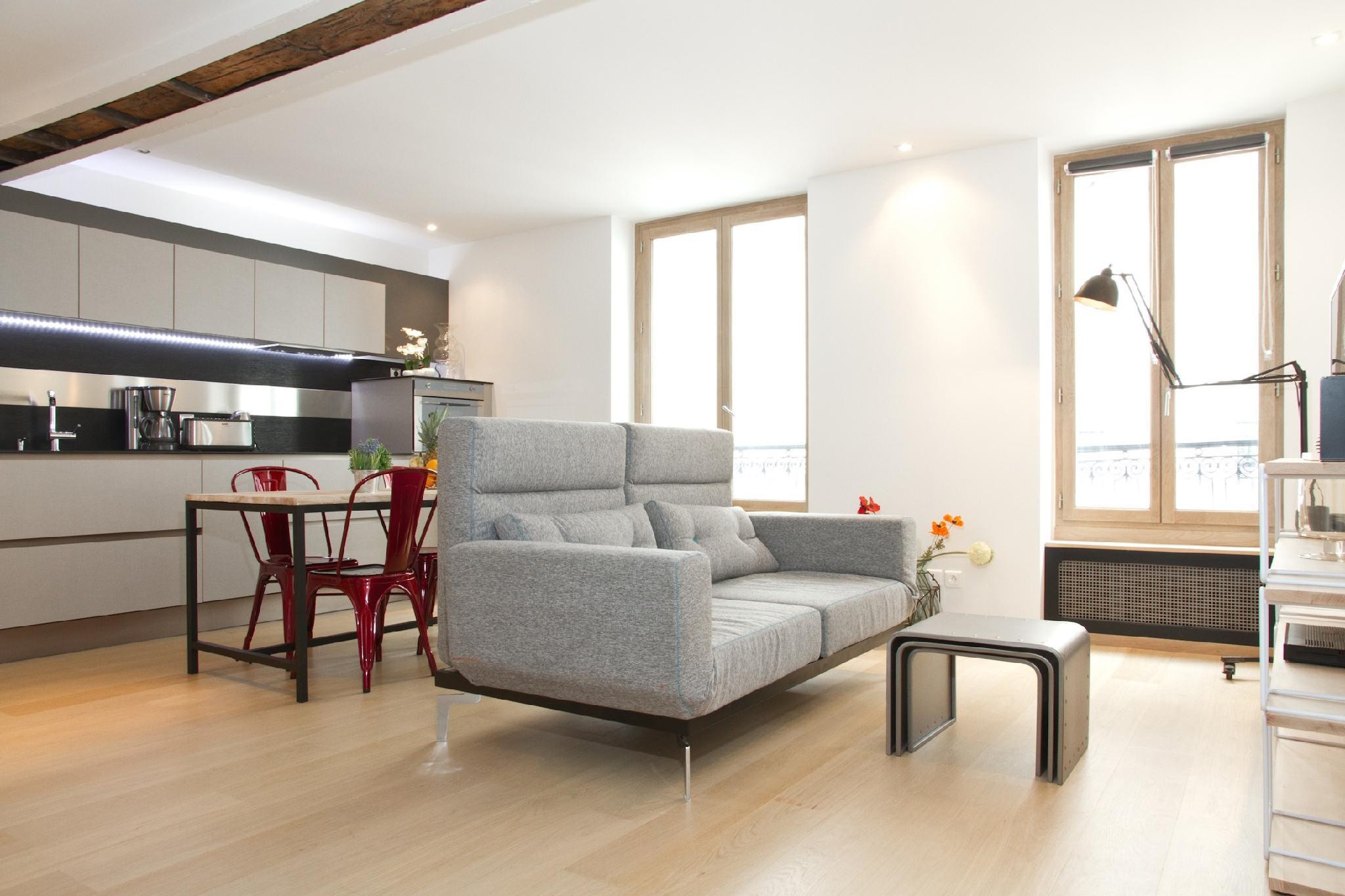 IN THE HEART OF ST.GERMAIN- STYLISH LEFT BANK FLAT